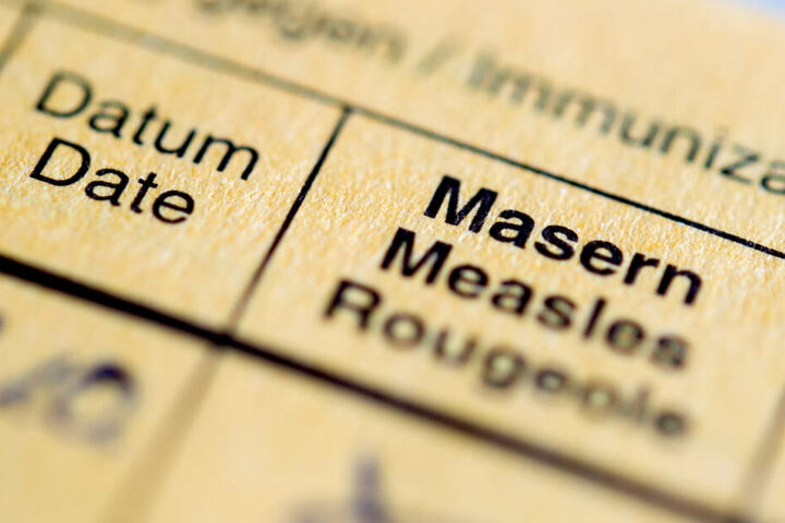 Ein Impfpass: Gegen Masern wird man nicht nur einmal, sonder zweimal geimpft.