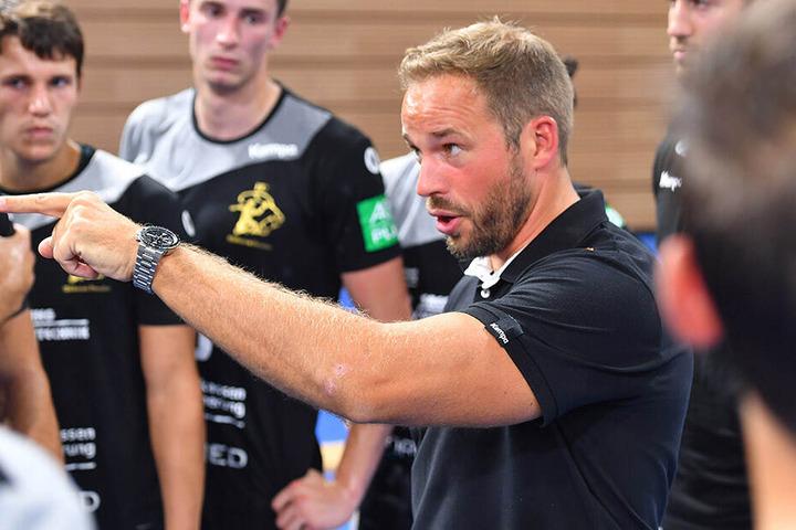 Christian Pöhler gibt die Marschrichtung vor. Der 38-Jährige ist seit kurzem European Master Coach. Die höchste europäische Trainerlizenz hat Pöhler in einer einjährigen Ausbildung erworben. In Köln hat er erfolgreich die Prüfung abgelegt.