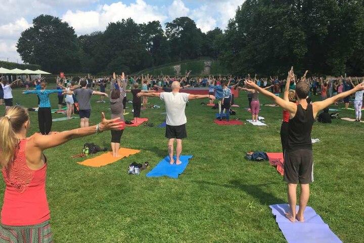 Für jeden etwas dabei beim Yoga im Park: Zum Ausprobieren, Entspannen und vor allem Mitmachen!