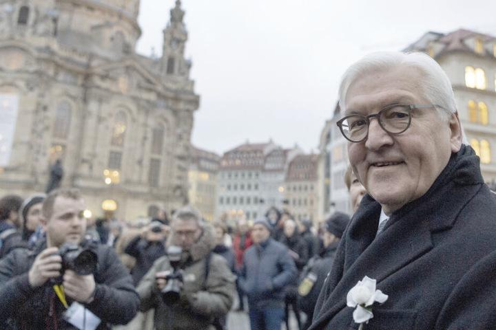 Bundespräsident Frank-Walter Steinmeier kommt zu einer Gedenkveranstaltung auf den Neumarkt vor der Frauenkirche.