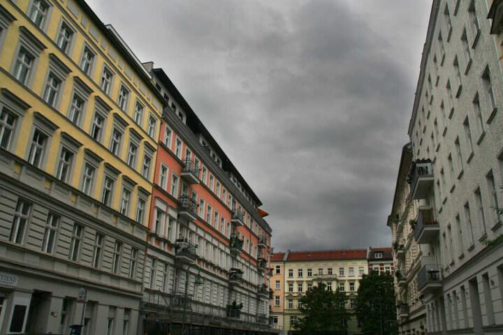 """Die Pläne für einen """"Mietendeckel"""" in Berlin lassen die Aktienkurse von Immobilienkonzernen absacken."""