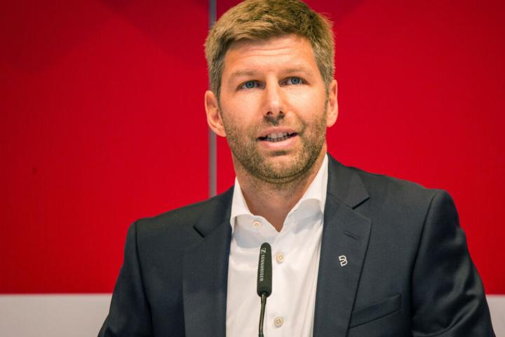 Thomas Hitzlsperger, Sportvorstand des VfB Stuttgart, hält bei der Mitgliederversammlung eine Rede. (Archivbild)