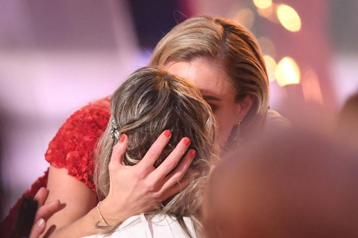 Angelique Kerber umarmt Kristina Vogel.