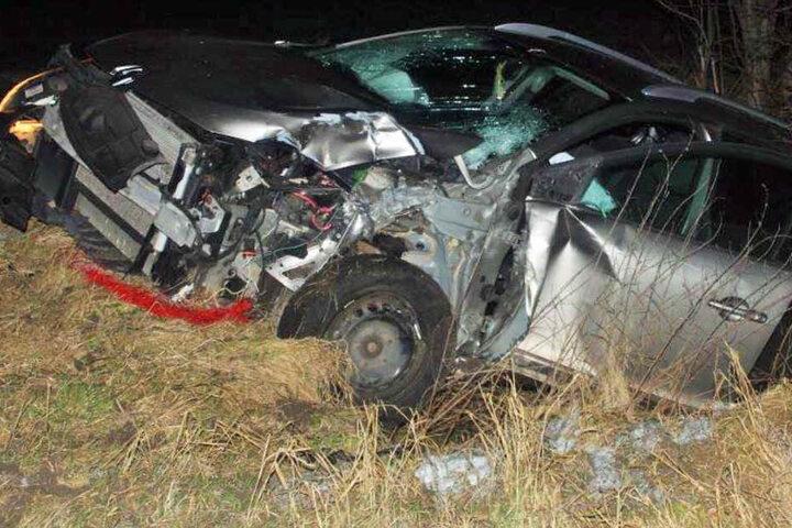 Der Fahrer des Renault kam mit schweren Verletzungen in ein Krankenhaus.