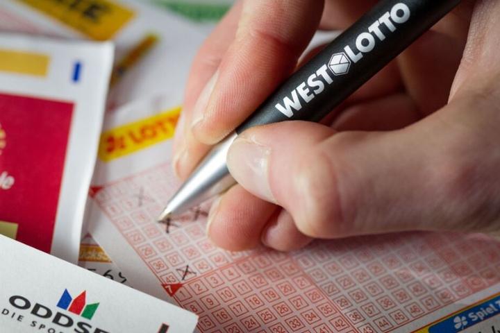 Der Lottospieler erreichte als einziger die oberste Gewinnklasse. (Symbolbild)
