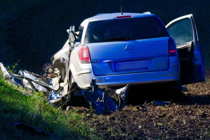 Der Opelfahrer verstarb noch am Unfallort.