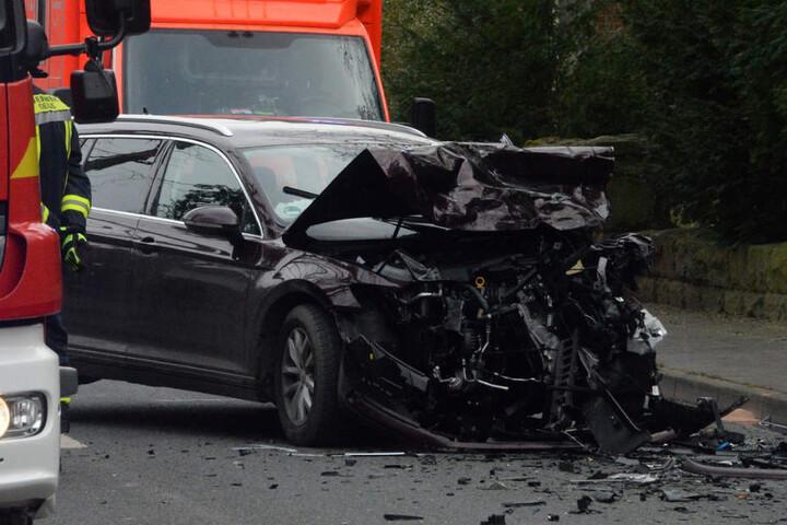 Auch der VW Passat war nach dem Zusammenstoß nur noch Schrott.