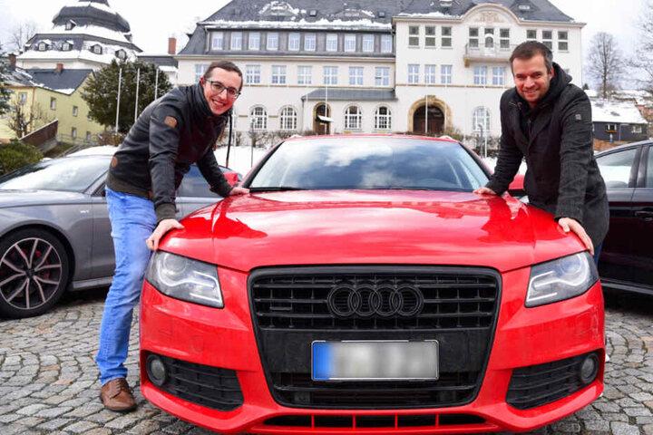 Matthias Müller (l.) und Daniel Sprenger vom Audi Club Vogtland wollen mit Hunderten Audi-Fans zwei Weltrekorde aufstellen.