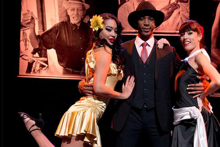 Die rassigen Tänzer werden von den besten Musikern Kubas begleitet.