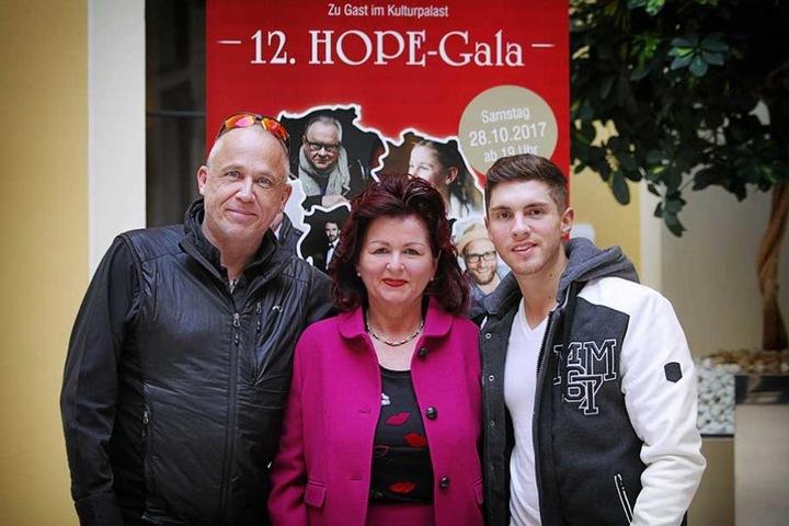 Gala-Gastgeberin Viola Klein (58) - hier mit Pfarrer Stefan Hippler aus Südafrika und Joey Heindle - kann stolz sein, in den vergangenen 12 Jahren sammelte sie rund 1,5 Mio Euro Spenden für das Hope-Projekt in Südafrika.