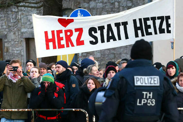 Die Polizei spricht von einem friedlichen Verlauf der Demo in Weimar.
