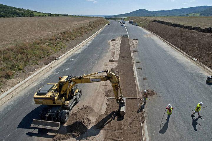 Seit 25 Jahren wird an der Autobahn Dresden-Prag gebaut. Jetzt soll sie vor Weihnachten doch noch fertig werden.