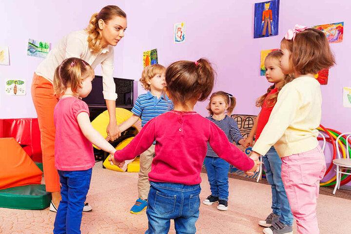 Bislang werden die Kinder in Neumark in drei kleineren Kitas betreut. (Symbolbild)