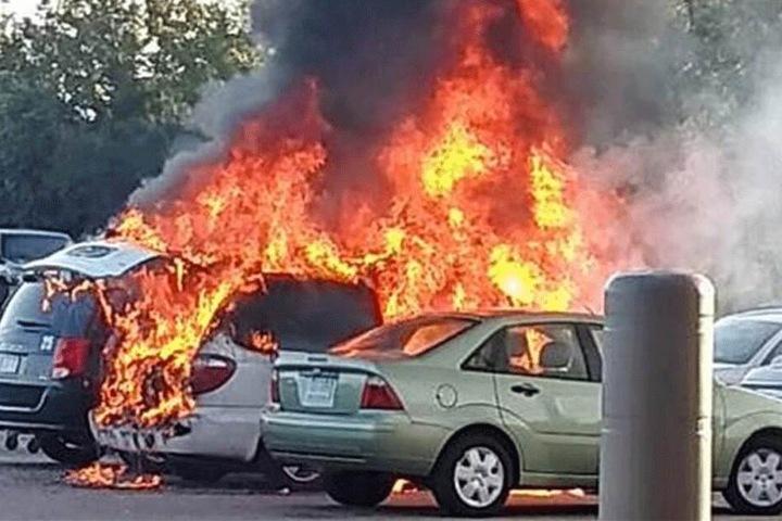 Nicht nur der Dodge Caravan von Roberto Lino Hipolito, auch das Auto von Essie McKenzie ging in Flammen auf.