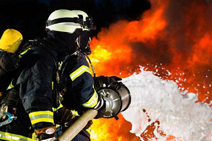 Die Feuerwehr konnte den Brand in der Nacht zum Donnerstag löschen. (Symbolbild)