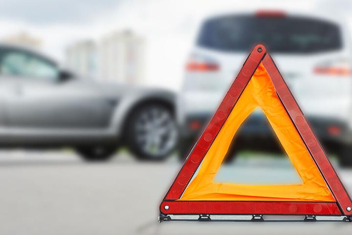 Ein Audi-Fahrer hatte in Zwickau beim Abbiegen nicht auf die Vorfahrt geachtet und war mit einem BMW kollidiert. (Symbolbild)