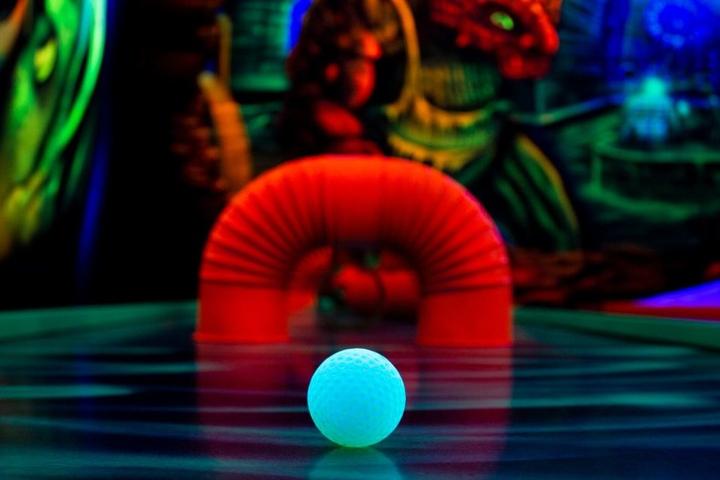 Der Ball schimmert nahezu magisch.