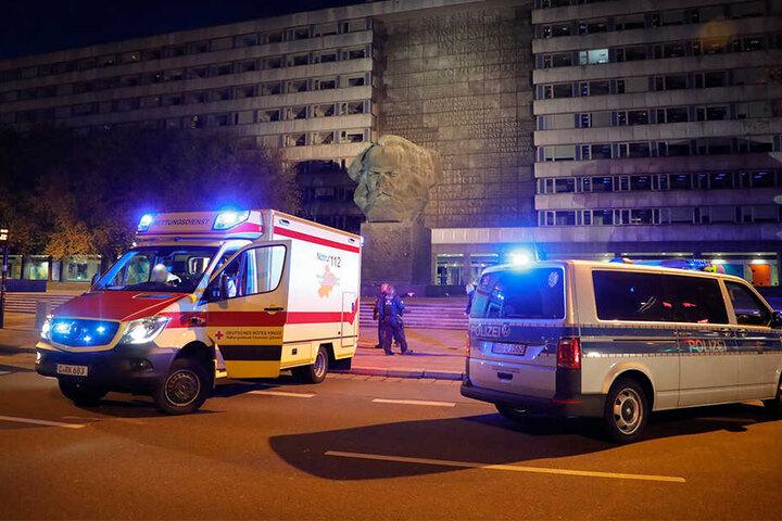 Polizei und Rettungskräfte waren auf der Brückenstraße im Einsatz.