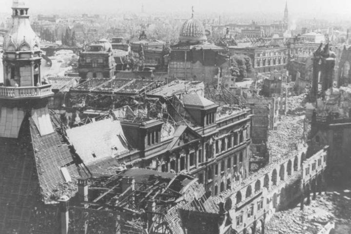 Das zerstörte Dresden nach dem Bombenangriff vom 13. Februar 1945.