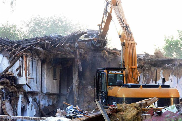 Ein Bagger wurde für den Abriss verwendet.