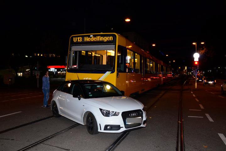 Der Stadtbahnverkehr blieb in beide Richtungen für eine Stunde gesperrt.