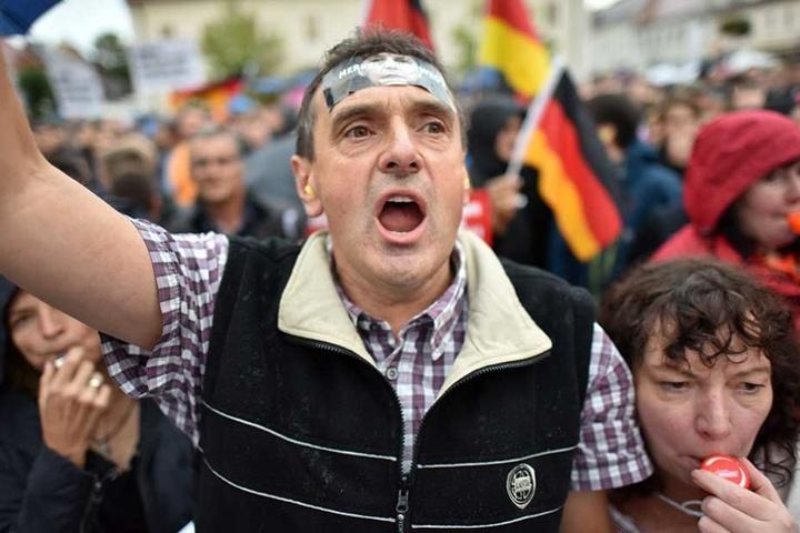 Heftige Proteste schlugen Angela Merkel auch bei ihren Auftritten in Brandenburg, wie hier in Finsterwalde, entgegen.