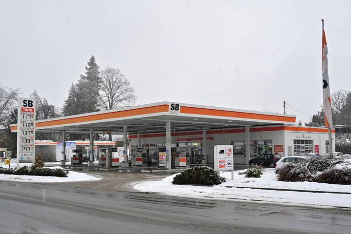 Die SB-Tankstelle in Reichenbach, Treffpunkt für die Jugend. Hier lernten  sich Swen S. (29) und sein späteres Opfer kennen.