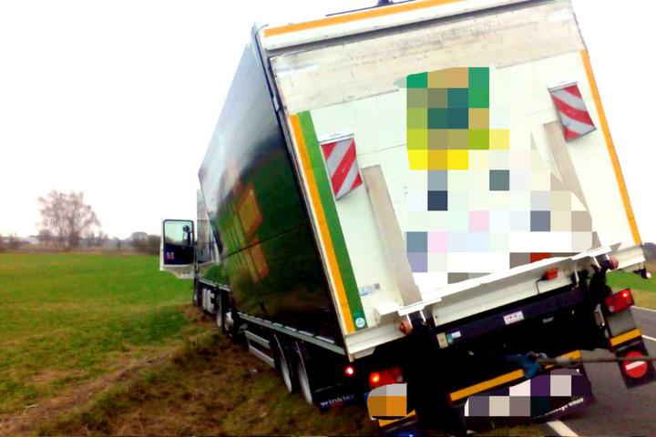 Der Fahrer war von der Landstraße 97 in Brandenburg abgekommen.