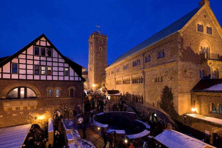 An insgesamt drei Wochenenden lädt die Wartburg zum historischen Weihnachtsmarkt ein.