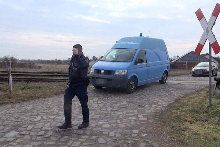 Die sterblichen Überreste lagen in der Nähe eines Bahnüberganges in Sachsen-Anhalt.