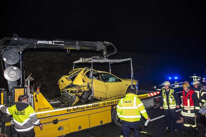 Die Autos mussten völlig zerstört abgeschleppt werden.