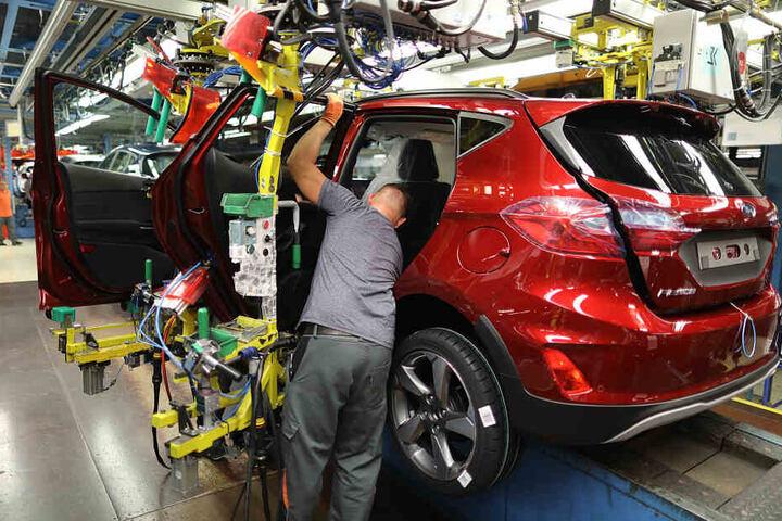 Ein Arbeiter im Kölner Ford-Werk.