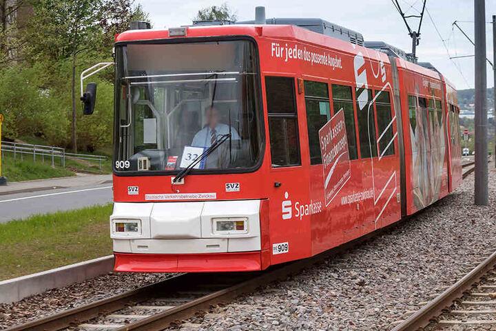 In Zwickau wurden zwei Straßenbahnen beschossen. (Archivbild)