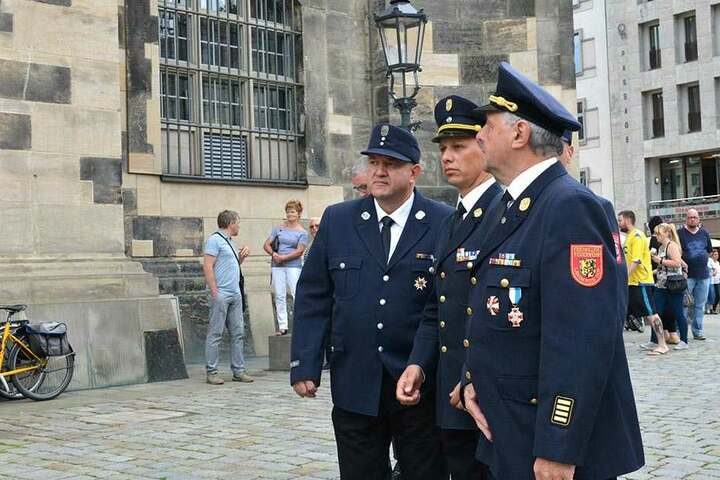 Auch Vertreter der Freiwilligen Feuerwehr Hof und Münchberg reisten am Samstag zur Frauenkirche.