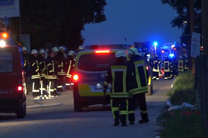 Zahlreiche Feuerwehrleute warne vor Ort um den Brand zu löschen.