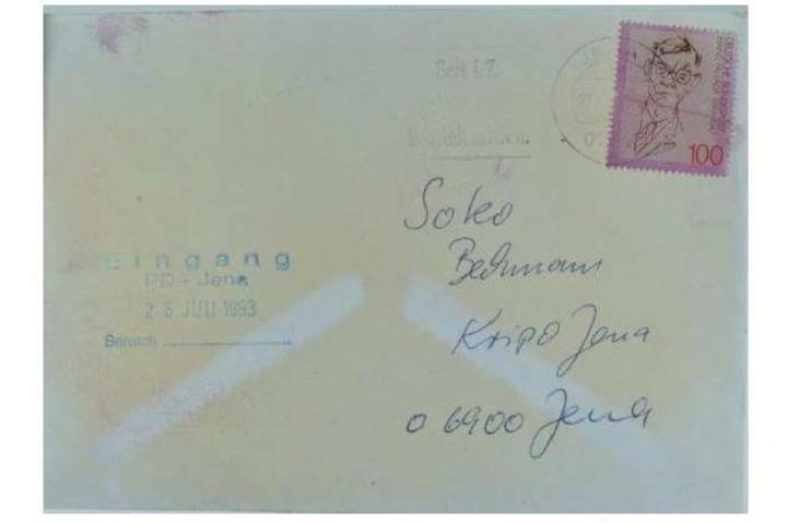 Mit diesem Bild des Briefs sucht die Polizei nach Menschen, die die Schrift darauf erkennen.
