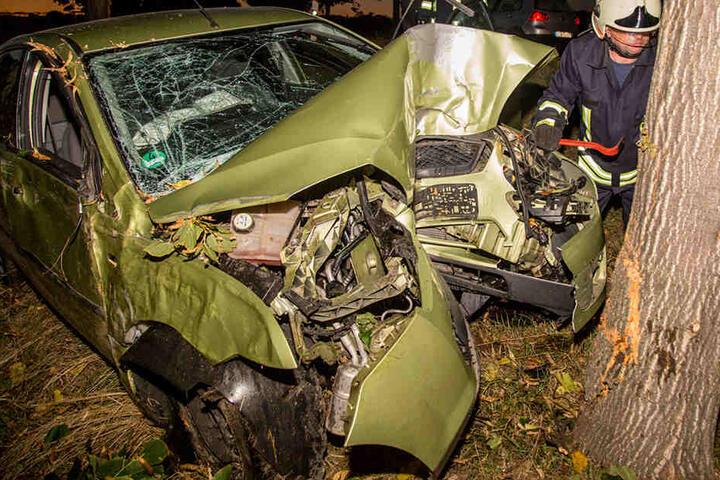 Der Fahrer wurde trotz des heftigen Aufpralls nur leicht verletzt.