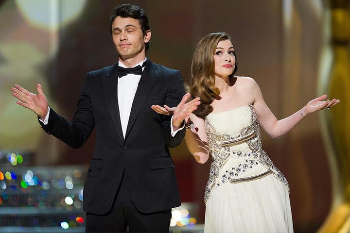 James Franco und Anne Hathaway auf der Bühne der 83. Oscar-Verleihung 2011.