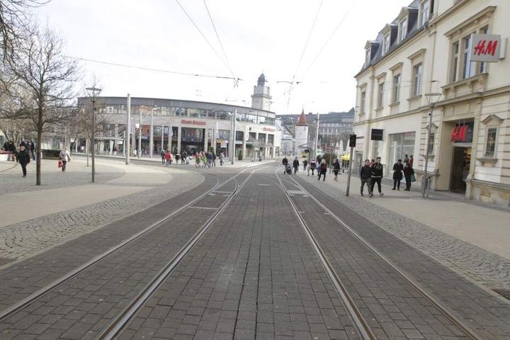 Das Opfer konnte sich am Postplatz in eine Straßenbahn retten.