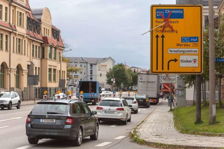 Stau, Stau, Stau - zwei Monate lang mussten sich die Autofahrer auf Umwegen durch die Zwickauer City quälen.