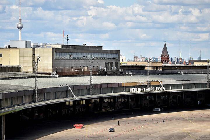 Blick auf das Flugfeld des ehemaligen Flughafen Tempelhofs. Der Tower des Flughafens soll nach den Baumaßnahmen allen Besuchern zugänglich gemacht werden.