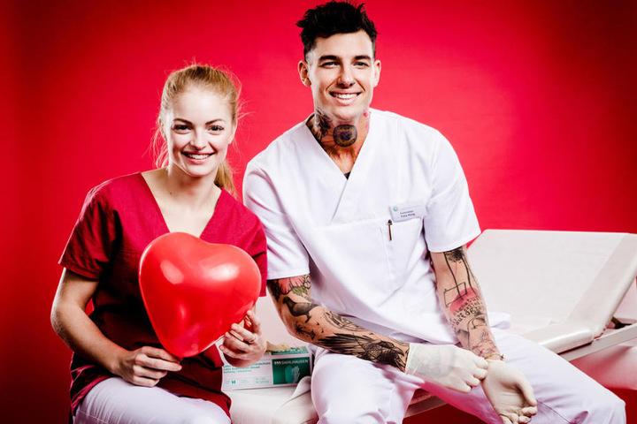 """Knistert es zwischen Miri und Felix bald in der neuen Soap """"Schwestern - Volle Dosis Liebe""""?"""