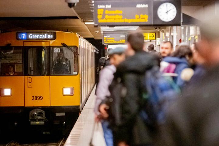 Ein Zug musste durch den Einsatz des Pfeffersprays vorzeitig geräumt werden.