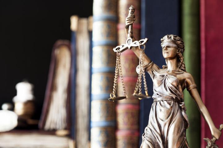 Die Staatsanwaltschaft Frankfurt hat nun Anklage gegen den 24-Jährigen erhoben (Symbolbild).