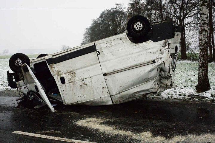 Der Transporter war nach dem Unfall nur noch Schrott.