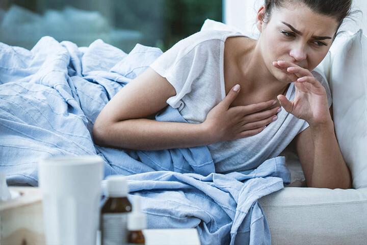 Erkrankten wird empfohlen zu Hause zu bleiben und sich auszukurieren.