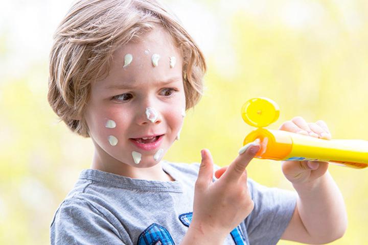 Für zarte Babyhaut ist ein hoher Sonnenschutz besonders wichtig. Kinder  können Pigmente noch nicht ausreichend produzieren.