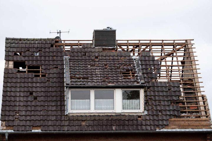 """Viele Dächer wurden vom Tornado abgedeckt. """"Da gibt es viel zu tun - vor allem für die Dachdecker"""", sagte ein Sprecher der Stadt Viersen."""