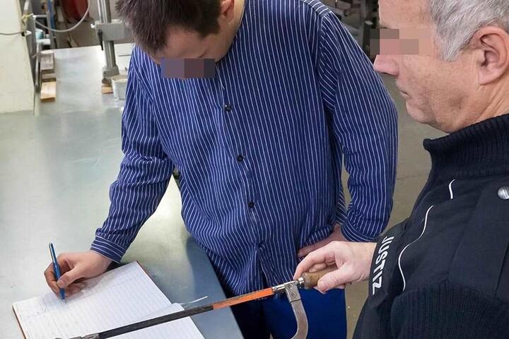 Eisensägen werden, wie hier in der JVA Waldheim, in der Werkstatt benötigt und nur gegen Unterschrift herausgegeben.