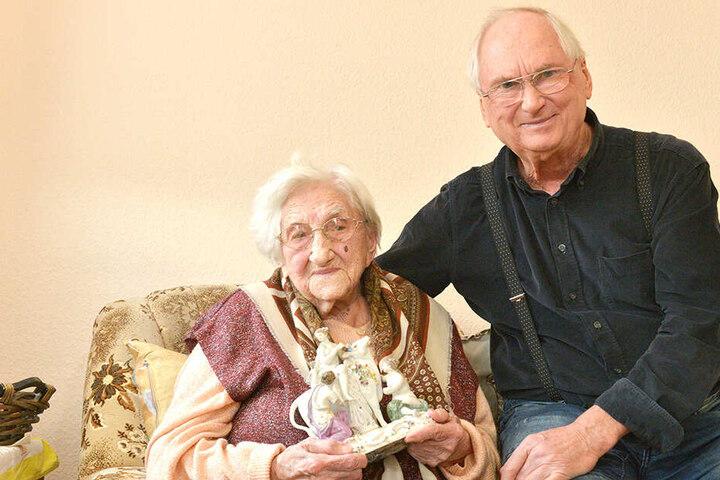 Lisbeth Exner mit ihrem Sohn Dietrich (80) nach ihrem 107. Geburtstag.